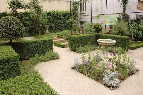 Jardin du clos des blancs manteaux marais paris - Petit jardin blanc le havre ...