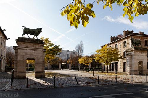 statues-entree-parc-georges-brassens-paris-hotel-gavarni