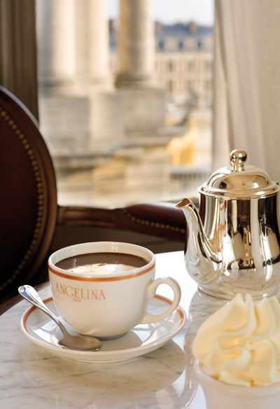 Chocolat-chaud-salon-de-the-angelina-paris-blog-hotel-gavarni