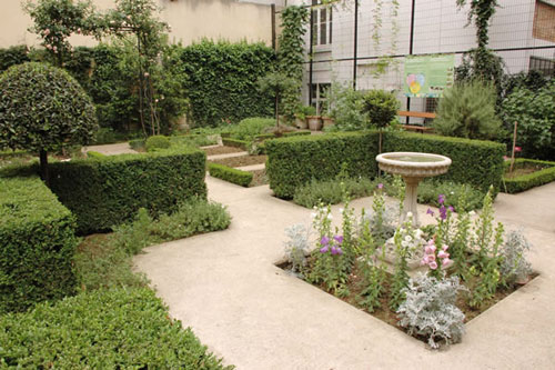 Park of the Clos des Blancs-Manteaux: a peaceful place right in the heart of Paris