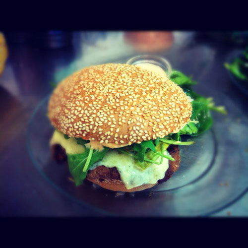chez-mamie-green-veggie-burger-green-hotels-paris