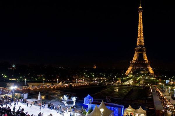 Decoration De La Tour Eiffel Pour Les Fetes De Noel