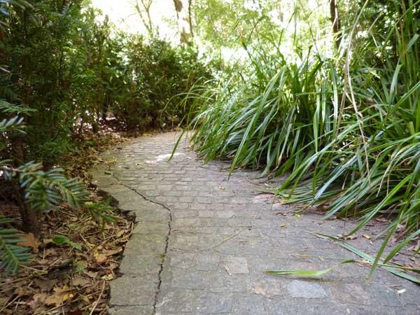 sentier-vegetation-promenade-plantee-green-hotels-paris-eiffel-trocadero-gavarni