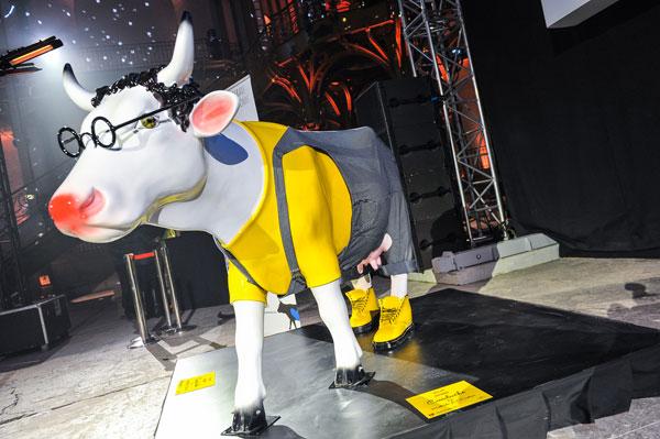 cowluche-cow-parade-transhumance-exposition-mini-palais-green-hotels-paris-eiffel-trocadero-gavarni