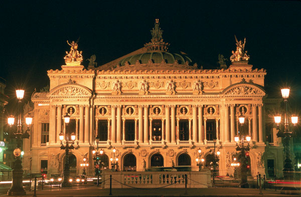 Will the place de l'Opéra Garnier be pedestrian and filled with plants soon?