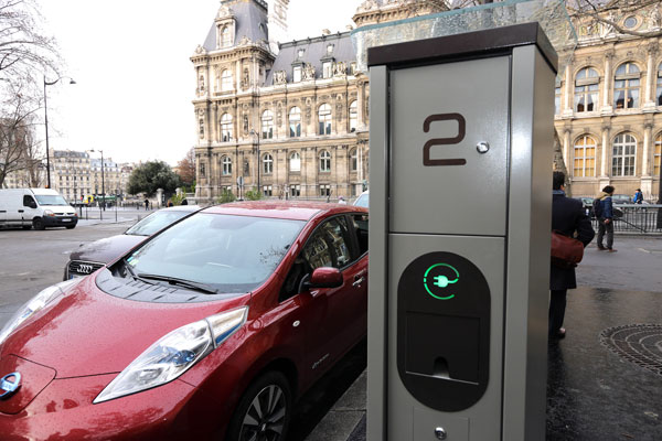 2015-01-12-inauguration-belib-station-recharge-electrique-green-hotels-paris-eiffel-trocadero-gavarni