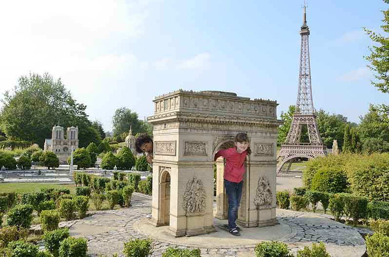 arc-triomphe-tour-eiffel-notre-dame-parc-france-miniature-green-hotels-paris-eiffel-trocadero-gavarni