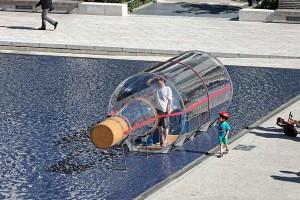 exposition-abraham-poincheval-palais-de-tokyo-performance-bouteille-2016-credit-blaise-adilon-semiose-galerie-green-hotels-paris-eiffel-trocadero-gavarni