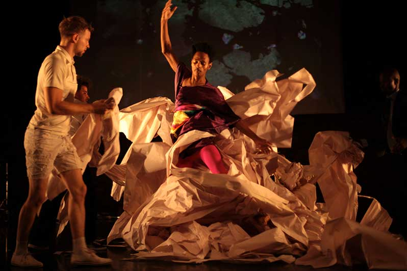 Spectacle : On Fire – The Invention of Tradition de Constanza Macras