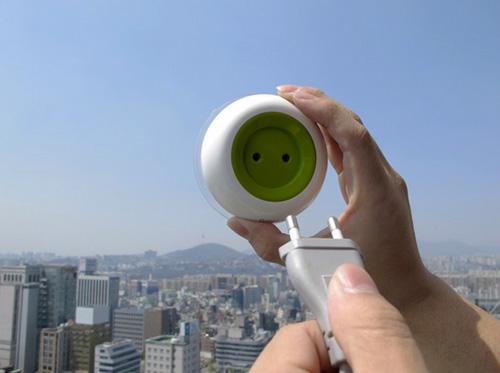 Une prise électrique portable qui fonctionne à l'énergie solaire