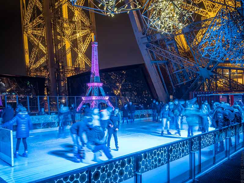The Eiffel Tower ice skating rink: this year the spotlight is on ice hockey!