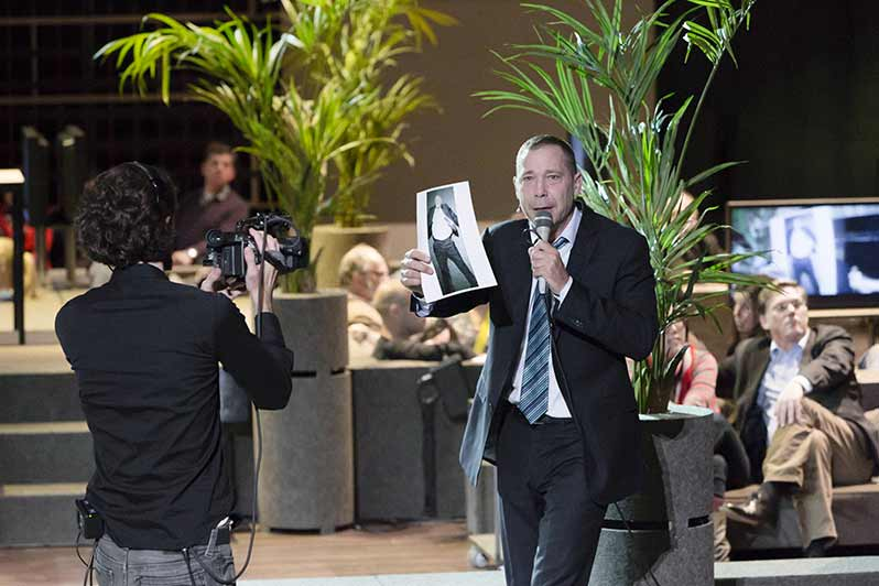 Ivo van Hove modernises Shakespeare at the théâtre national de Chaillot